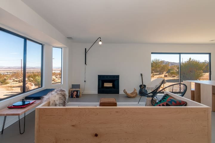 Mojave Casas: Modern Ranch x Star Gazing Deck