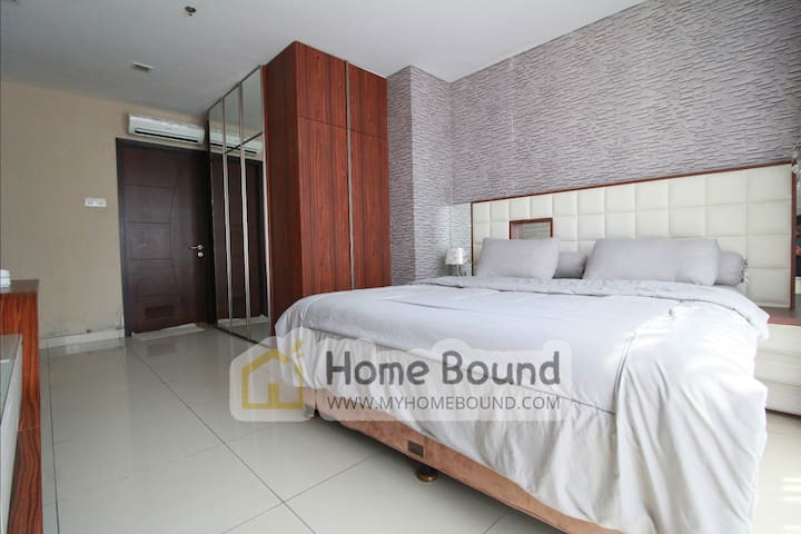 Central Park Mall 3BR by Home Bound (City View)