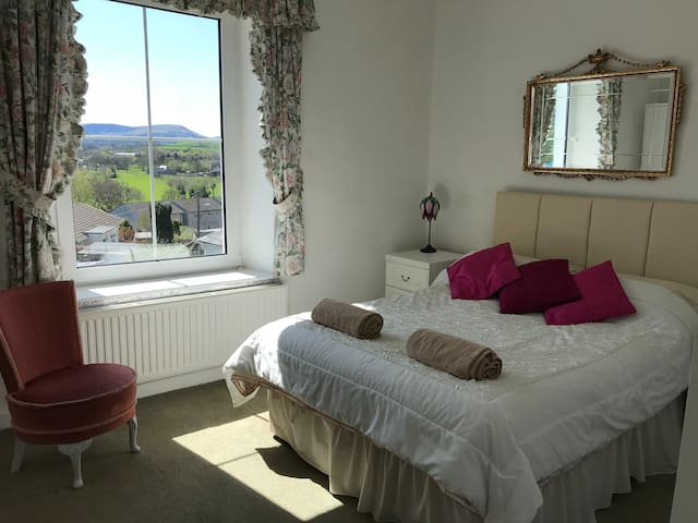 Double Room near Brecon Town with Beacon views