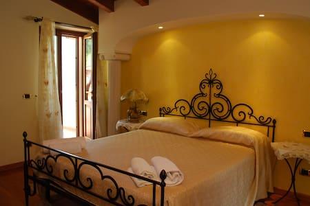 Superior room double balcony lake - Limone Sul Garda - Bed & Breakfast