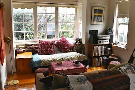 Beautiful Sunny, Art Deco Apartment - Saint Kilda