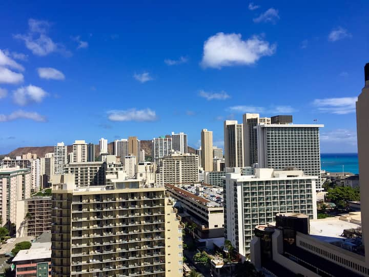 Ocean-city-mountain view, in the center of Waikiki