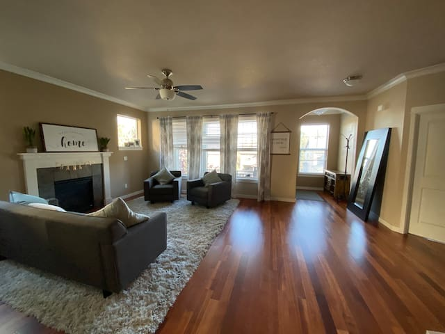 Gorgeous Large Home, Quiet and Safe! Suburb of PDX