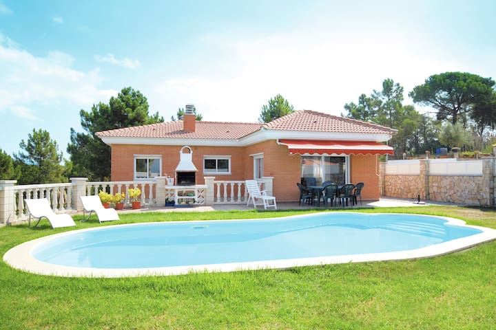 Villa sereine avec piscine à Lloret de Mar