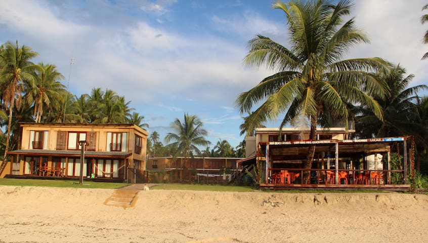 2 Bedroom Beach Front House - General Luna - Dom