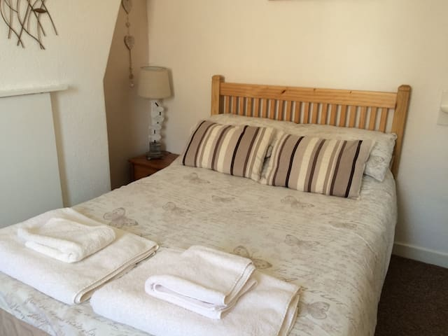 Horizon Guest House - Room 3 - Weymouth - Bed & Breakfast