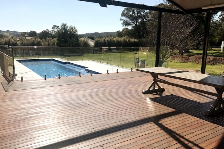 Kalamunda Estate with Stunning Pool & BBQ Deck