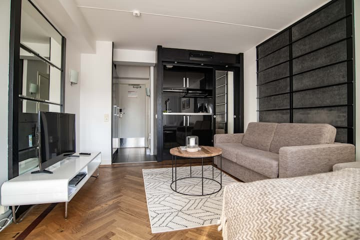 Modern Apt. Next to Town · Close to Everything