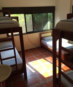 Dormitory charing bed us 15$ a bed - Beiroet
