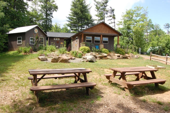 Franny's Farm- Community Building for Guests to share with Kitchen and Bathrooms