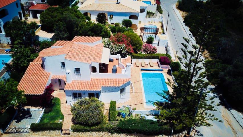 Freistehende Villa mit Pool und Meerblick, Max 6 P