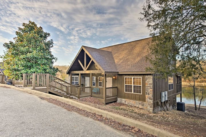 NEW! 1BR Lakefront Cabin Mins from Branson Strip!