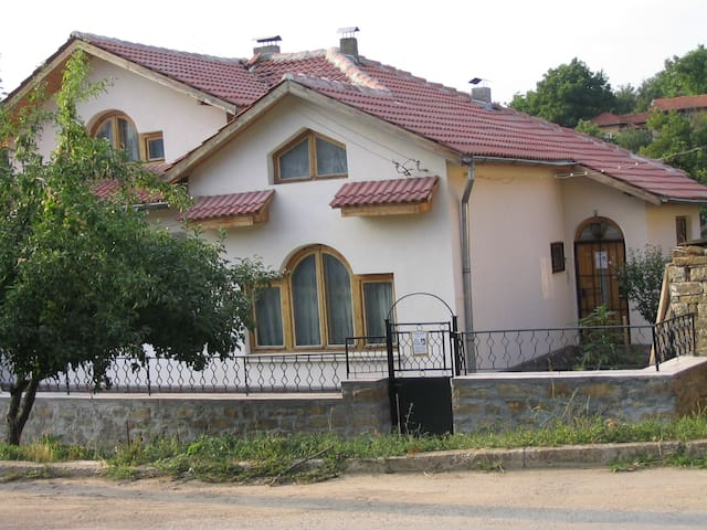 Lovely house in Raduvene, Lovetch district - Lovech - Apartamento