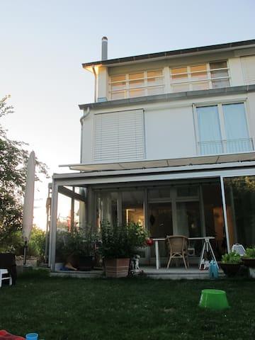 Stadtnahes Haus im Grünen für bis zu 6 Personen - Hedingen
