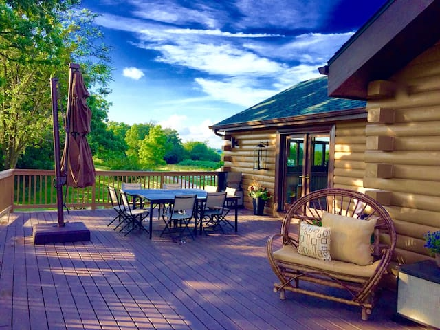 The Retreat: 5 Acre Log Cabin - Elkhorn - Hus
