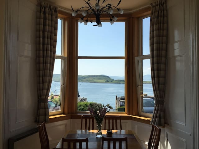 Panoramic Victorian Style Apartment - Oban - Apartmen