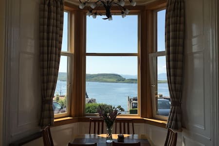 Panoramic Victorian Style Apartment - Oban