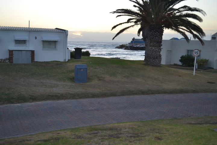 Self catering beach cottage - Cape Town