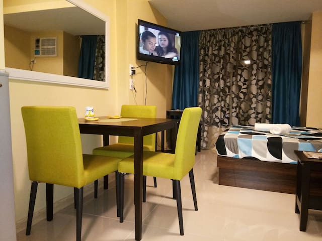 LUXURIOUS CONDO, ALL NEW FURNITURES & APPLIANCES