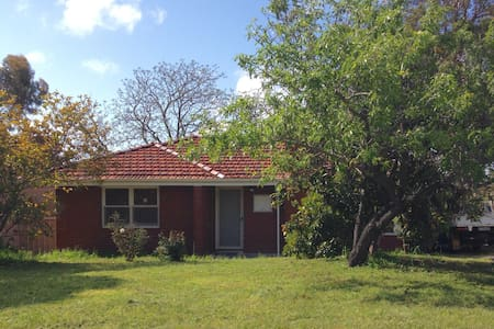 Coolbellup Cottage - Coolbellup