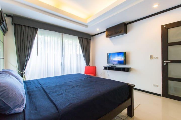Вторая спальная с телевизором и кондиционером