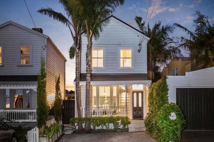 Robyn's Luxury Cottage in Central Auckland