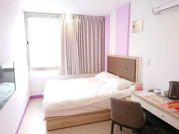 405宿-月租半價、含水、垃圾處理、送打掃一次、大窗、獨立衛浴、自助入住、近MRT、免費Wi-Fi