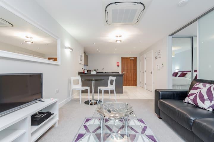 Modern studio apartment in Bracknell