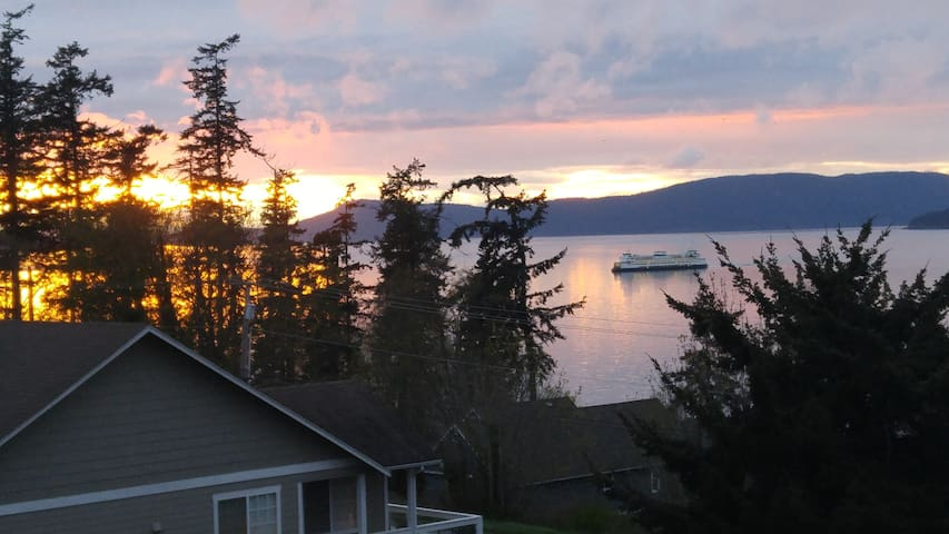 Cypress View 1 Bdrm - Near the ferry and downtown