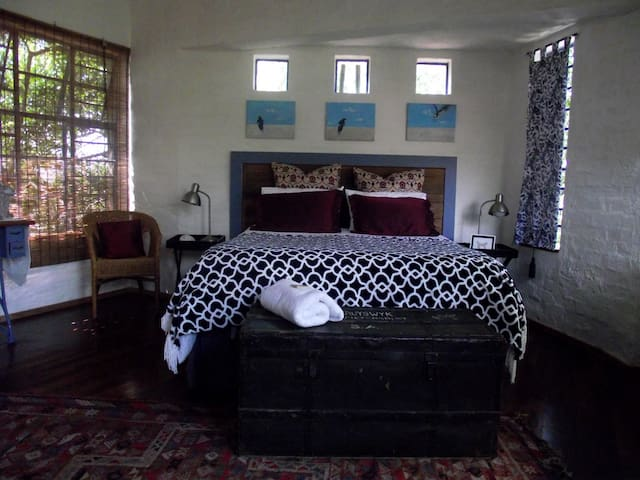 Artist's Attic Self Catering Cottage - Nelspruit - Casa de huéspedes