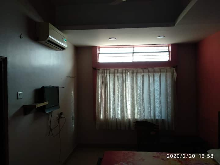 iROOMZ Manjunath Residency, Double A/c Room Gadag