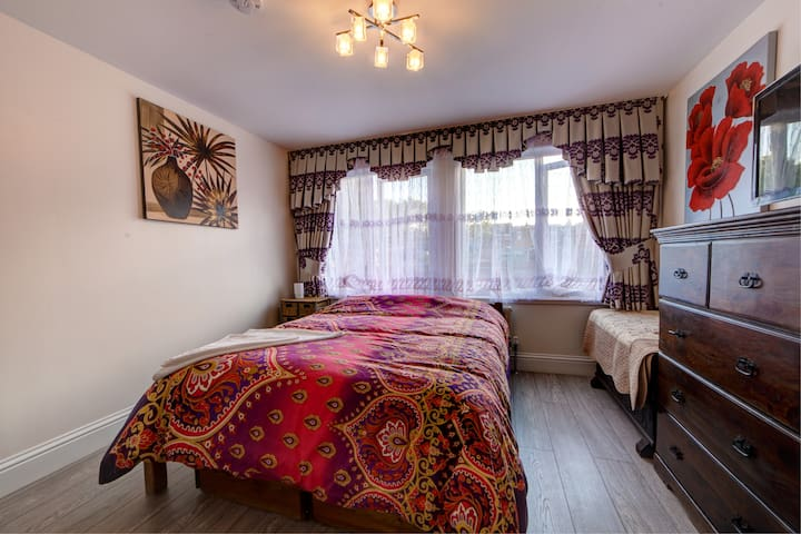London Tottenham near Stansted with double bedroom