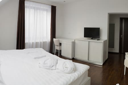 Deluxe Double Room - West View - Târgu Mureș - Bed & Breakfast