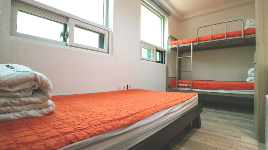 Hostel Korea Orignal 3 beds Female Dormitory