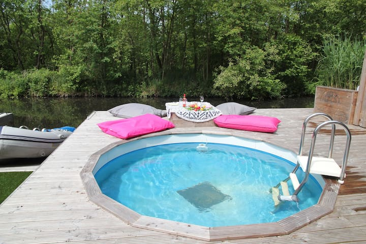 Cosy Holiday Home in Loosdrecht with Pool