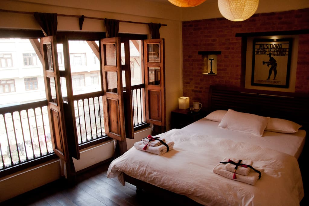 Independant bedroom in beautiful newari house houses for for Home decor nepal