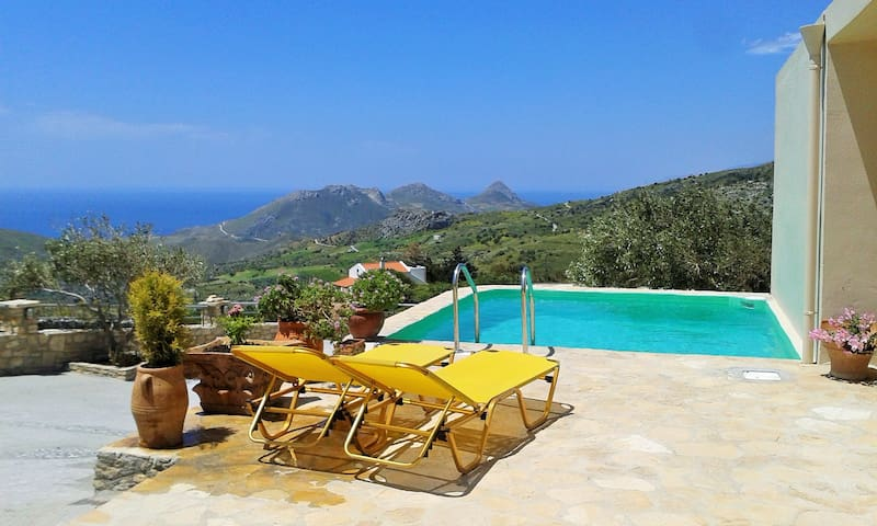 Villa with tranquility, view of sea and mountain!