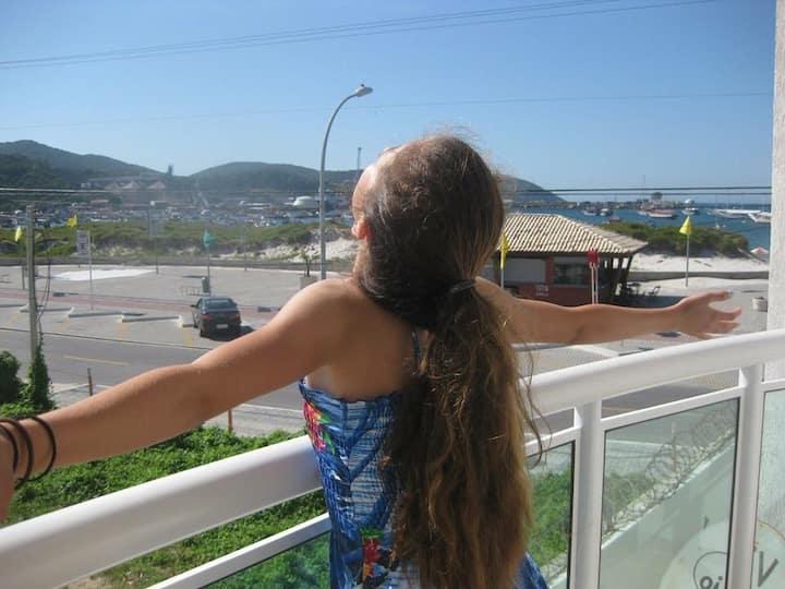 Linda Cobertura C vista na Praia dos Anjos Wifi Ar