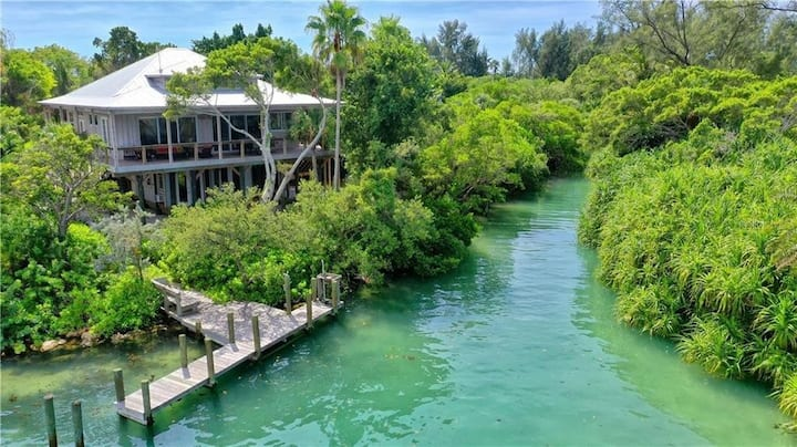 Waterfront Home with private dock /off site pool