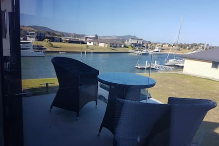 East Wing Tuscan Waters - Whitianga - Bed & Breakfast