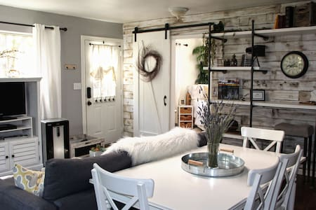 Farmhouse Style Cottage Retreat - Auburn