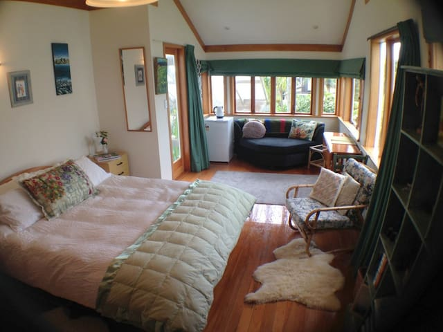 Takapuna Beach large bedroom/ensuite,private,quiet - Auckland - Hus