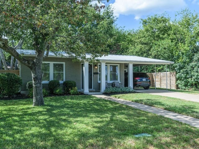 GORGEOUS 2 BR home in Central Austin