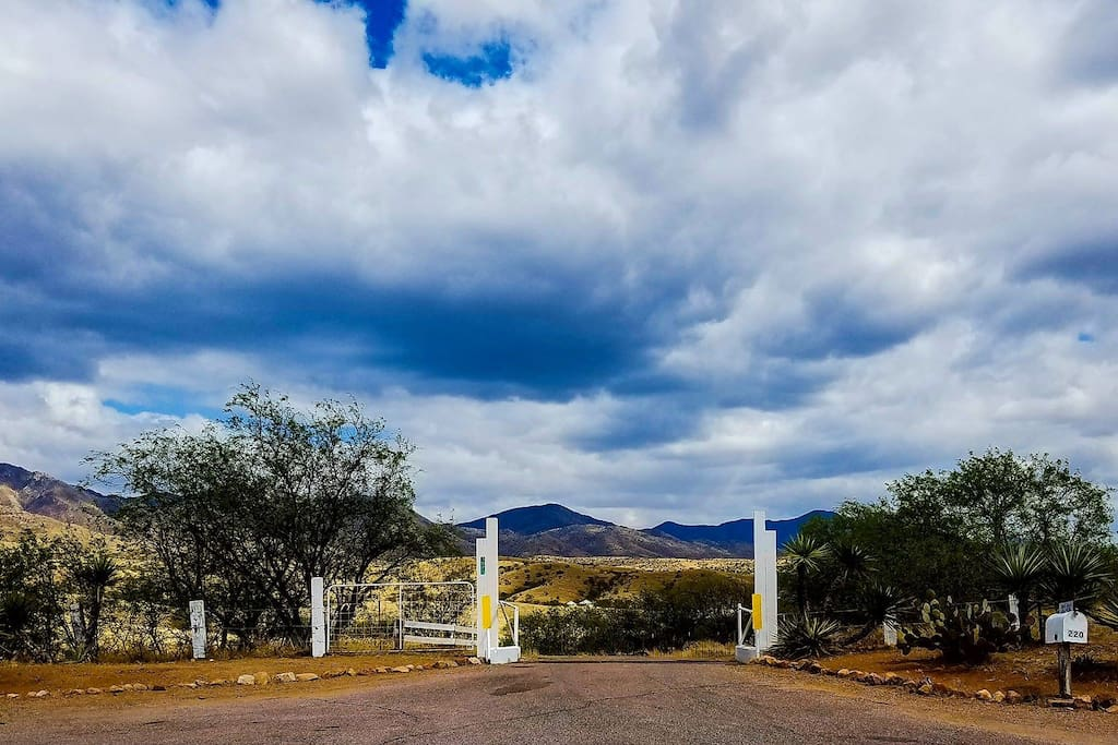 The entrance to the Oak Bar Ranch