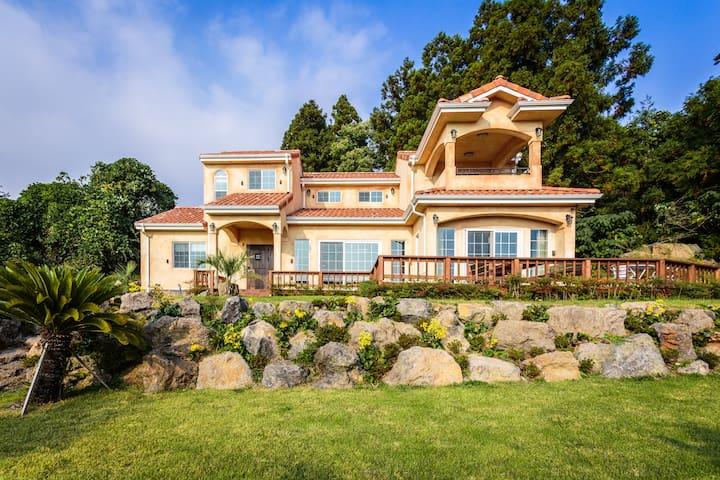 Luxury Private Pension, Mar En Luz(독채펜션 마르앤루즈_마르동) - Daepo-dong, Seogwipo - House