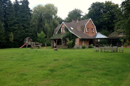Amazing country house near Antwerp in the woods - Kapellen - บ้าน