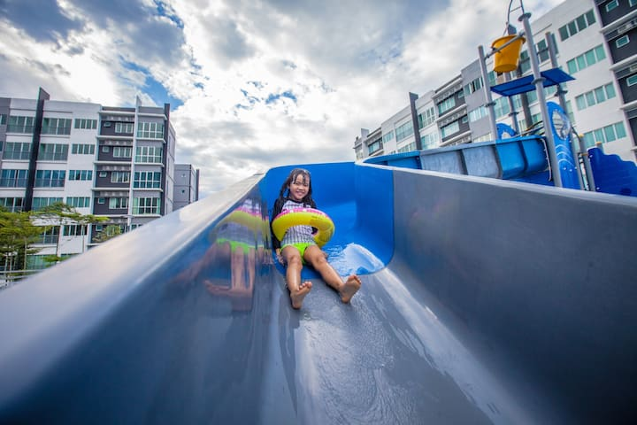 Wet park slide for kids