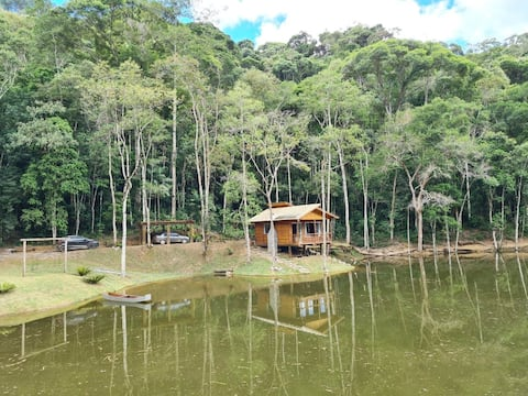 Chalet with forest fireplace and lake Pedra Azul region