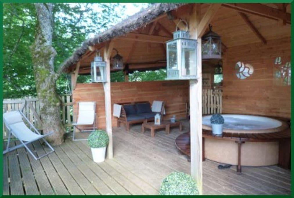 Cabane et son spa privatif dans les arbres treehouses for rent in chalais - Cabane et spa marmande ...
