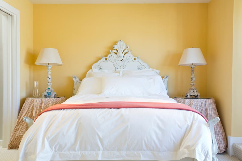 Queen bed with quality linens